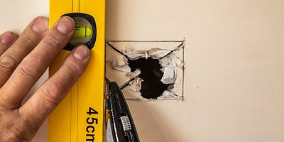 13.How-To-Repair-Walls-Small-Hole-6.jpeg