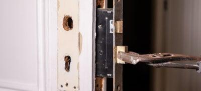 8-How-To-Fit-Door-Locks-Mortice-Sashlock-3.jpeg