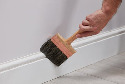 Remove dust from skirting