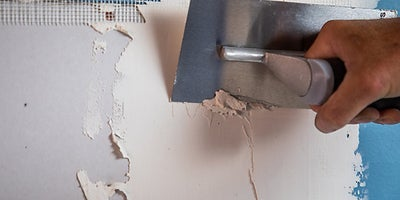 32.How-To-Repair-Walls-Large-Hole-13.jpeg