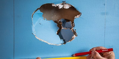 23.how-To-Repair-Walls-Large-Hole-4.jpeg
