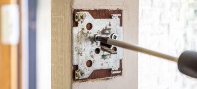 16How-To-Fit-Door-Locks-Rim-Cylinder-2.jpeg
