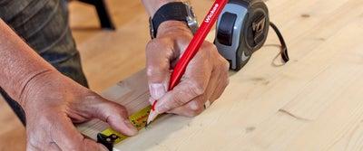 2._Measuring_and_marking_timber.jpg