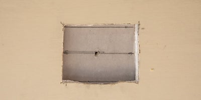 17.How-To-Repair-Walls-Small-Hole-10.jpeg
