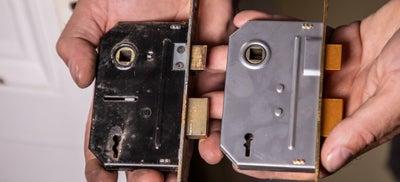 9-How-To-Fit-Door-Locks-Mortice-Sashlock-4.jpeg