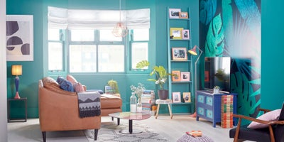 Brightly_decorated_living_room.jpeg