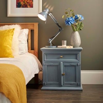 Upcycle bedside table