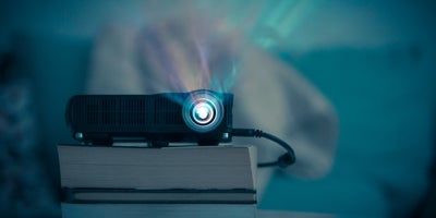 budget_projector_ABC_entertaining_outdoors.jpg
