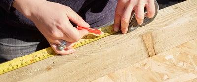 4.Measuring_wood.jpeg