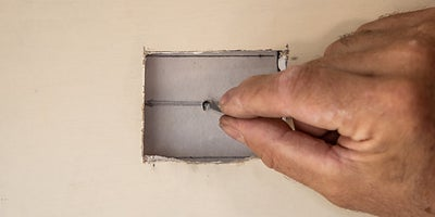 16.How-To-Repair-Walls-Small-Hole-9.jpeg