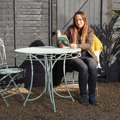 Garden_table_woman_reading_Desktop.jpeg