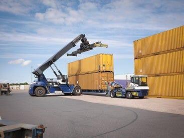 cargocontainers_MontyRakusen-Alamy.jpg