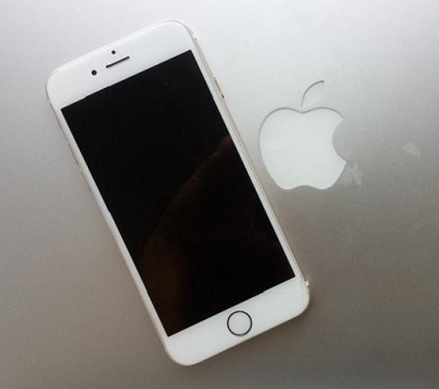 iPhone 6s - 2015