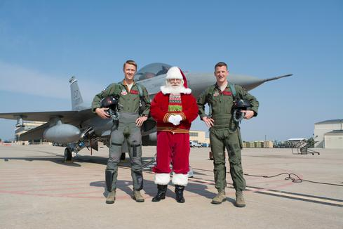 Santa-Buckley-AFB-Plane-and-Pilots-025.jpg