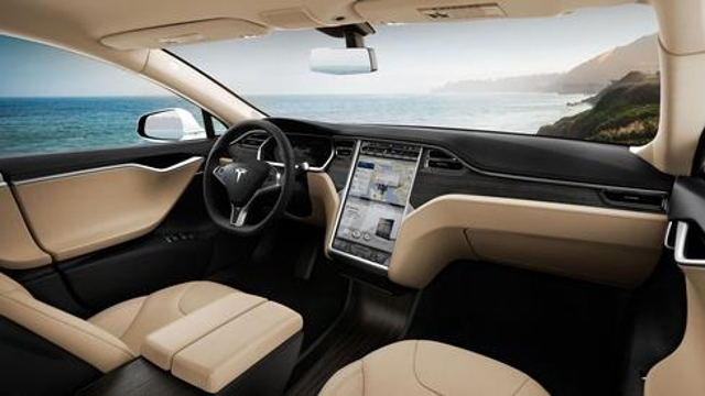 Touchscreen control The 17-inch capacitive touchscreen display in the Model S is basically the car's command-and-control cent