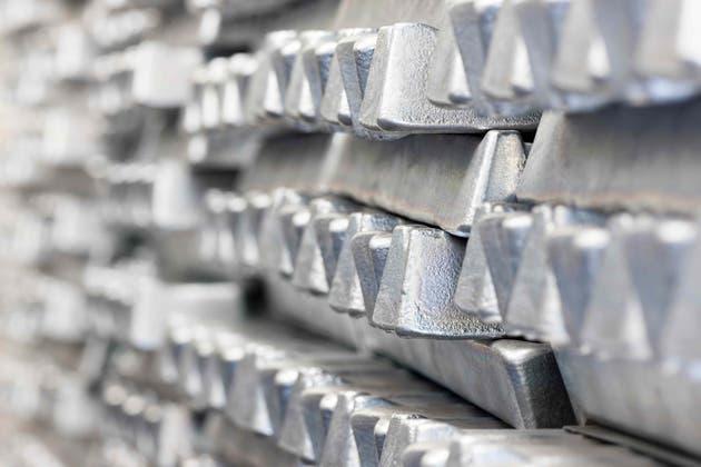 Precio de la plata presenta triángulo simétrico ¿Bajas en camino?