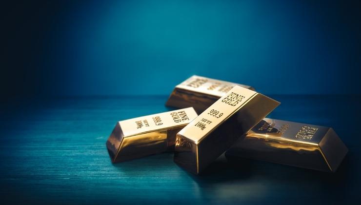 Precio del oro coquetea con los $1,800 – Segunda oleada de Covid-19 y rendimientos reales apoyan al metal dorado