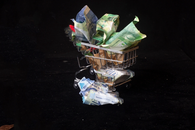 Short sellers ready to loot the South African rand?