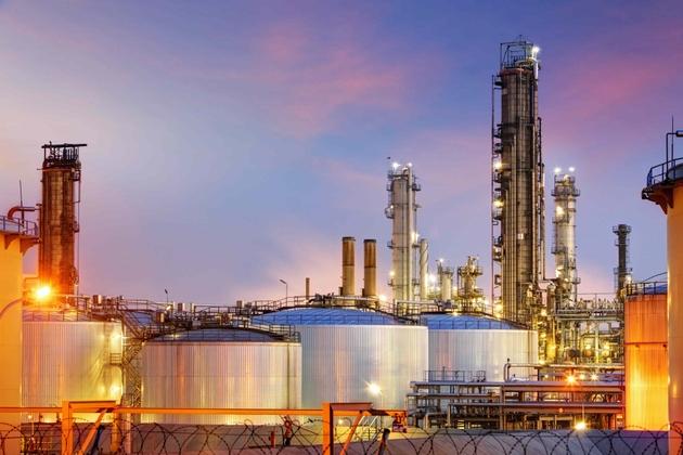 Precio del petróleo explota tras recortes por parte de Arabia Saudita